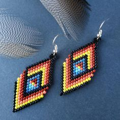 Native American peyote beadwork earrings Dangle drop boho image can find Native american jewelry and more on our website.Native American peyote b. Beaded Earrings Patterns, Beaded Jewelry Designs, Seed Bead Earrings, Women's Jewelry, Seed Beads, Ethnic Jewelry, Beadwork Designs, Jewelry Making, Pearls