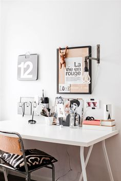 Minimalistic home office with great decorations. Dream Home Office Decor: wall decoration ideas. Home Office Lighting, Home Office Space, Desk Space, Office Workspace, Home Office Design, Home Office Decor, House Design, Office Ideas, Study Space