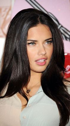 Celebrities with dark brown hair 2020 11 Most Popular Hair Color Trends Led By Celeb … Hot Hair Colors, Brown Hair Colors, Adriana Lima Young, Adriana Lima Face, Adriana Lima Style, Adriana Lima Makeup, Adriana Lima Outfit, Adriana Lima Victoria Secret, Brazilian Models