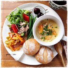 朝ご飯 パン - Google 検索 Breakfast Platter, Breakfast Recipes, Food Design, Healthy Menu, Healthy Recipes, Plate Lunch, Food Gallery, Balanced Meals, Mooncake