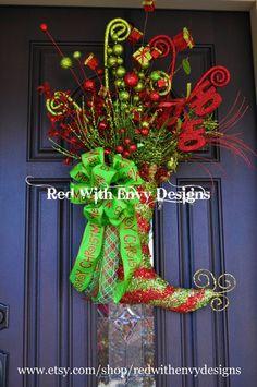 Whimsical Christmas Wreath Christmas Wreath por RedWithEnvyDesigns