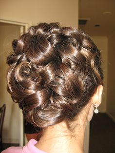Up do for medium to long hair. This is so incredibly elegant to me. I think I pinned this on my for the salon board but this truly is one of my favorites! If you had highlights it would be even prettier !!
