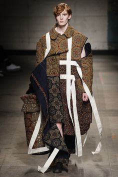 See all the Collection photos from Craig Green Autumn/Winter 2017 Menswear now on British Vogue Fashion 2017, Runway Fashion, High Fashion, Winter Fashion, Fashion Show, Fashion Design, Fashion Trends, Dress Fashion, Haute Couture Style