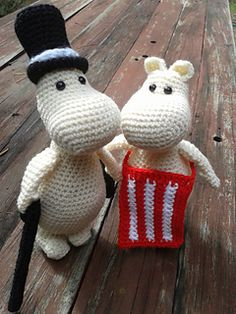 Moominpappa, Moominmamma, Moomintroll (Moomin) and Snork Maiden. I used a hook to make a walking cane for Moominpappa - I worked in a magic ring, then worked around the until it wa. Diy Crochet, Crochet Toys, Handmade Toys, Handmade Art, Crochet Stitches, Crochet Patterns, Diy Doll, Stuffed Toys Patterns, Crochet Animals