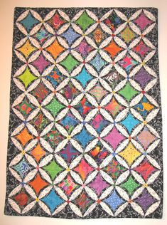 A different kind of cathedral window with a two-tone background. I added a button at every intersection. Cathedral Window Patchwork, Cathedral Window Quilts, Cathedral Windows, Puffy Quilt, Yo Yo Quilt, Stained Glass Quilt, Asian Design, Quilt Festival, Penny Rugs