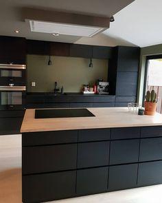 Kitchen Room Design, Home Decor Kitchen, Kitchen Dining, Black Bedroom Decor, Kitchen Cabinet Remodel, Decoration, Sweet Home, Interior Design, House Styles