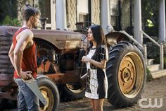 """HeyHart of Dixie -- """"Kablang"""" -- Image Number: HA401a_0047b.jpg -- Pictured (L-R): Wilson Bethel as Wade and Rachel Bilson as Dr. Zoe Hart -- Photo: Patrick Wymore/The CW -- © 2014 The CW Network, LLC. All rights reserved.pn"""