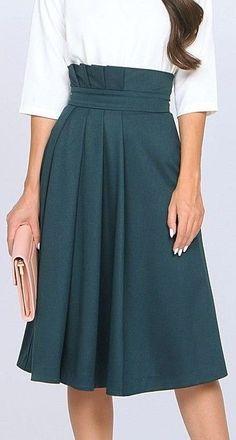 26 Women Skirts To Inspire Everyone Source by frammen y faldas Hijab Fashion, Fashion Dresses, Dress Skirt, Dress Up, Modelos Fashion, Elegant Outfit, Trendy Outfits, Women's Skirts Outfits, Blue Skirt Outfits
