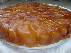 """C'est la fameuse tarte tatin de michalak vue dans l'émission """" le gâteau de mes rêves"""" sur téva. Je l'ai préparée en modifiant quelques peu les proportions. INGREDIENTS: 500g de beurre demi-sel 500g de sucre 500ml d'eau 8 pommes grise du canada 200g de... Just Desserts, Dessert Recipes, Cooking Recipes, Healthy Recipes, Biscuit Cookies, Macaroni And Cheese, Food And Drink, Nutrition, Ethnic Recipes"""