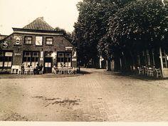 Café de Kroon of van Gaal? Ziet er zo een stuk beter uit dan met die plastic luifel.