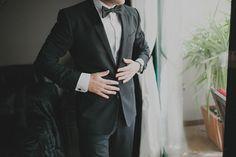 Carlos, novio con esmoquin de Dolce & Gabanna {Foto, David de Biasi} #novio #groom #tendenciasdebodas