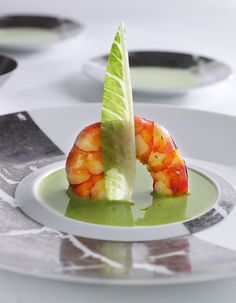 L'Assiette Champenoise near Reims in Eastern France Gourmet Appetizers, Gourmet Recipes, Gazpacho, Shellfish Recipes, Food Decoration, Chefs, Molecular Gastronomy, Creative Food, Food Design