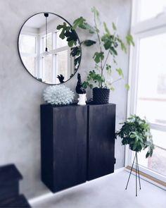 Hej fina ni! Tänkte att jag skulle bjuda på lite bilder på mina Ikea hacks här hemma. Jag gillar verkligen att mixa Ikea med lite dyrare designklassiker och pe