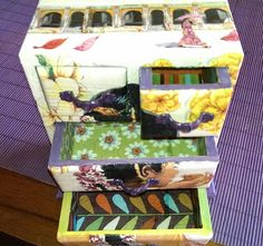 Caixa feta amb decoupage i tema d'india;Calaixos oberts