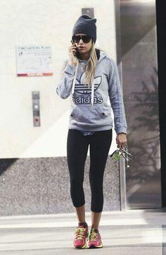 Looking cool, yet effortless in gym gear. Comfort is in style.
