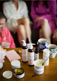 10 Bachelorette Party Ideas You Won't Regret Later via Brit + Co. - Spa Day: Spend a relaxing day at the spa or host a DIY spa session with facials and hot tea at your place. Classy Bachelorette Party, Bachelorette Party Favors, Bachelorette Weekend, One Love Organics, Mason Jar Drinks, Chic Bridal Showers, Diy Spa, Spa Party, Party Planning