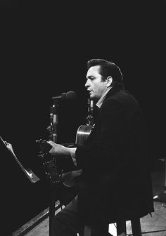Never-before-seen photos of Johnny Cash performing live at San Quentin Prison in Johnny Cash June Carter, Johnny And June, Country Musicians, Country Music Singers, Johnny Cash Museum, Jim Marshall, Musica Country, Carter Family, Matchbox Twenty