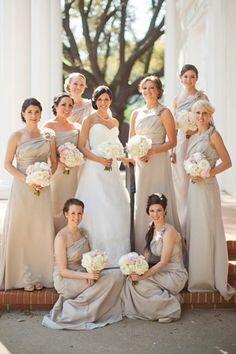 Fotoshooting Braut mit ihren Brautjungfern Pastell Töne