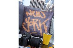 Coussin déco New York Tag Deco New York, Harlem, Stores, Decoration, Linens, Slipcovers, Decor, Decorating, Decorations