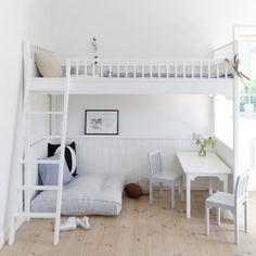 lit mezzanine scandinave avec coin salon et coin repas
