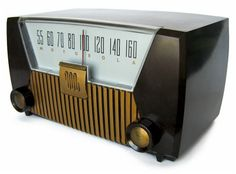 love this stong look of this vintage radio Lps, Radio Antigua, Radio Design, Vintage Television, Retro Radios, Antique Radio, Transistor Radio, Record Players, Ham Radio