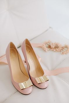Pink Kate Spade wedding shoes | Photo by Sylvia Photography
