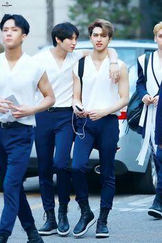 Leo and Ken Kpop Couples, Cute Couples, K Pop, Ken Vixx, Vixx Members, Jung Taekwoon, Z Cam, Jellyfish Entertainment, Celebrity Dads