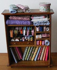mini sewing stash, good idea for all those fabric scraps I have lying around.
