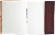 """Du bist noch auf der Suche nach einem ganz besonderen Geschenk? Einem Geschenk, welches Deinen Liebsten die Sprache verschlägt? Dann ist """"Cathleen"""" die richtige Wahl. Das Buch überzeugt mit einem einmalig schönen Einband aus naturgegerbtem und geprägtem Rindsleder mit orientalischen Flair - Ledereinband - Fotoalbum - Tagebuch - Gusti Leder - P21"""