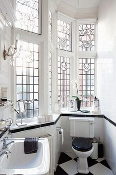 Beautiful Victorian windows in a bathroom. I picture this being in San Fran. Love Beautiful Victorian windows in a bathroom. I picture this being in San Fran. Edwardian Haus, Arte Art Deco, Victorian Windows, Muebles Art Deco, Art Deco Bathroom, Bathroom Ideas, Bathroom Designs, Bathroom Interior, Bathroom Colors