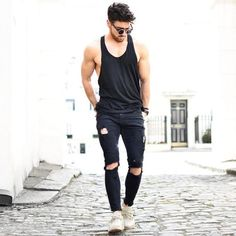 Life-Changing Style Tips for College Men. Black singlet, black ripped jeans, sneaker Click image to view more. Ripped Jeans Outfit, Black Ripped Jeans, Men's Jeans, Stem Challenge, Urban Fashion, Mens Fashion, Herren Outfit, Suit And Tie, Jean Outfits