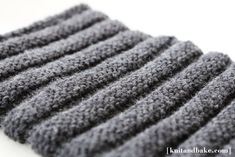 "[ knitandbake.com ] Easy, Chunky ""Striped"" Cowl knitting pattern <3"