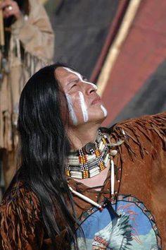 Looking behind, I am filled with gratitude, looking forward, I am filled with vision, looking upwards I am filled with strength, looking within, I discover peace. ~ Quero Apache Prayer ~➳ʈɦuɲɖҽɽwσℓʄ➳
