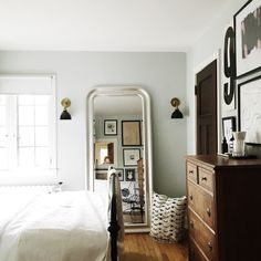 Guest Room Makeover with Parachute - Wit & Delight Home Living, Apartment Living, Living Spaces, Living Rooms, Inspiration Design, Room Inspiration, Style At Home, Home Bedroom, Bedroom Decor