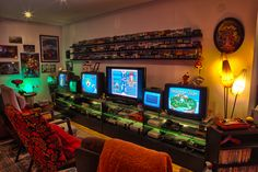 We have compiled best video game room decoration ideas to beautify inside your house. Check and pick any suitable game room decoration ideas. Video Game Bedroom, Bedroom Games, Video Game Rooms, Video Games, Bedroom Setup, Deco Gamer, Video Game Storage, Beds For Small Spaces, Small Rooms
