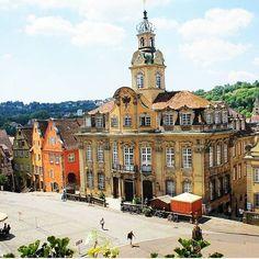 #Stadt #City #SchwäbischHall #Marktplatz #Rathaus #wonderful #best #weather #summer #beautiful Beste Hotels, Mansions, House Styles, Summer, Beautiful, Home Decor, City, Summer Time, Decoration Home