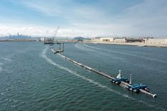 Engineers set to sea Saturday to deploy a trash collection device to corral plastic litter floating between California and Hawaii in an attempt to clean up the world's largest garbage patch in the heart of the Pacific Ocean. Ocean Garbage Patch, Great Pacific Garbage Patch, Plastic In The Sea, Ocean Cleanup, Plastic Pollution, Water Pollution, Out To Sea, Plastic Waste, San Francisco Bay