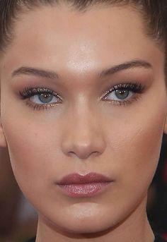 Close-up of Bella Hadid at the 2015 Met Ball. Makeup Inspo, Makeup Inspiration, Beauty Makeup, Eye Makeup, Retro Makeup, Zoella Beauty, Mally Beauty, Face Beauty, Beauty Skin
