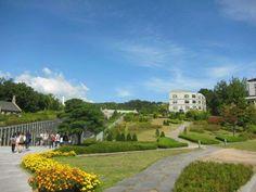 去過韓國 梨花女子大學嘅朋友,都話好希望有機會入讀呢間咁靚嘅大學,無論設計同綠化都做得好好。趁今日 #世界地球日,齊齊向梨大學習一下。