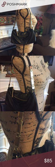 🌟 Banana Republic black leather bag ✨Gorgeous small Banana Republic black leather bag with gold accents.  Excellent condition! ✨ Banana Republic Bags Shoulder Bags