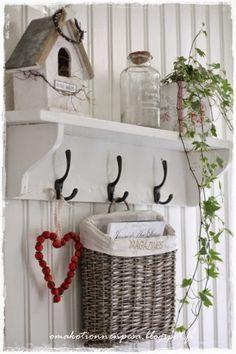 Home decor (shabby chic) . White Cottage, Cottage Style, Country Decor, Farmhouse Decor, Country Chic, Room Deco, Vibeke Design, Shabby Chic Decor, My Room