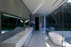 Casas de sonho: Mansão sem paredes e com um museu de carros na garagem (fotos) — idealista/news