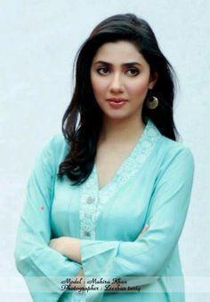 ماھیرا خان ۔   Mahira Khan. Pakistani Actress Pakistani Movies, Pakistani Actress, Pakistani Dresses, Maira Khan, Long Indian Hair, Prettiest Actresses, Pakistan Fashion, Cute Beauty, Muslim Fashion