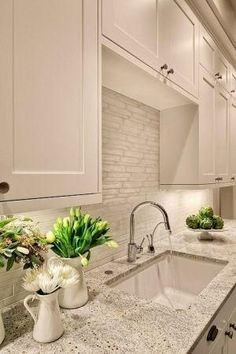 Lovely creamy white kitchen design with shaker kitchen cabinets painted Benjamin Moore White Dove, Kashmir White Granite counter tops, polis... by lourdes