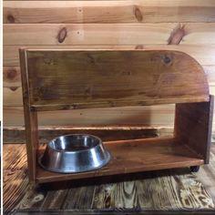 Base con #ruedas #portátil para #comederosparamascotas #perro y #gato #reutilizando dos #estanterías de #maderadepino ---- . #Pasoapaso muy pronto en mi canal de #youtube #Bricoinnovo . ---- #reclaimedwood  #woodwork #woodworking #diy #reciclandomadera #maderadepino #woodworker #diyproject #woodproject #handmade #carpentry #carpenter #doityourself #builder #maker #mascotas #pets #dog #cat