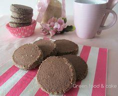 I biscotti di semola e cacao sono una vera delizia, con quel sapore particolare conferito dalla semola e dallo zucchero di canna.