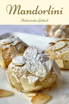 Mandorlini are an extremely delicious Italian, more precisely Sicilian almond confectionery. The cookies basically consist of almonds, marzipan, amaretto and sugar. The Italian pastry is super quick a