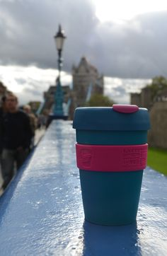 London, Tower Bridge a KeepCup Twilight