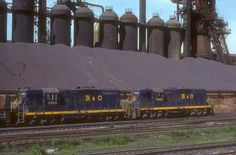 B&O units outside the steel mills of Youngstown, Ohio. Youngstown Ohio, Long Gone, Steel Mill, Railroad Photography, Everything Is Awesome, Locomotive, The Neighbourhood, Old Things, Park