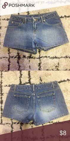 SO💥Basic Denim Shorts SO💥Basic Blue Denim Shorts With Fade and standard 5 pockets. In Excellent condition and gently worn. No stains or damage. Bundle and save 15% on 2 or more items from my closet !! $5 jewelry and accessories! SO Shorts Jean Shorts